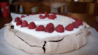 How to Bake a Chocolate Pavlova!