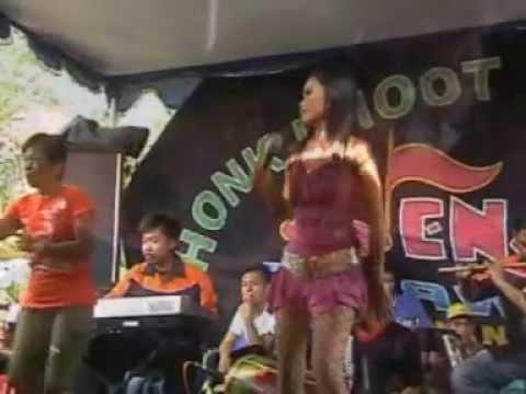 Percuma Versi Dangdut New Calawak Vocal Dessy