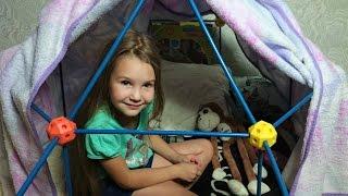 Саша с Папой и с Мурзиком собирают палатку Discovery