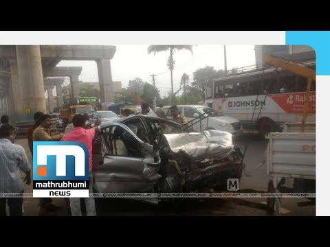 Three Killed As Car Hits Metro Rail Pillar In Aluva | Mathrubhumi News