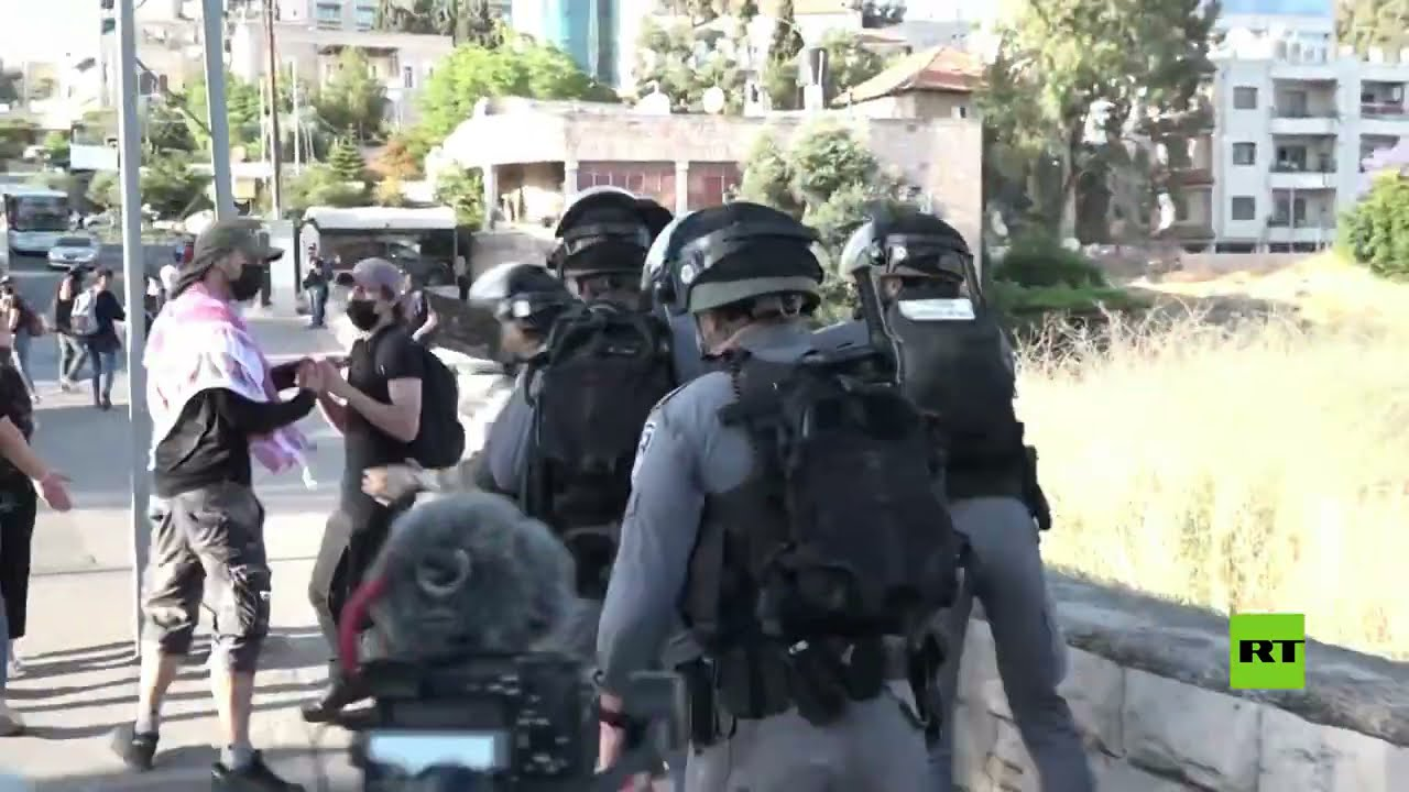 الشرطة الإسرائيلية تفرق المتظاهرين في حي الشيخ جراح
