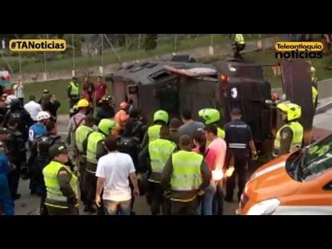 Policías resultaron heridos tras el volcamiento de una tanqueta del Esmad