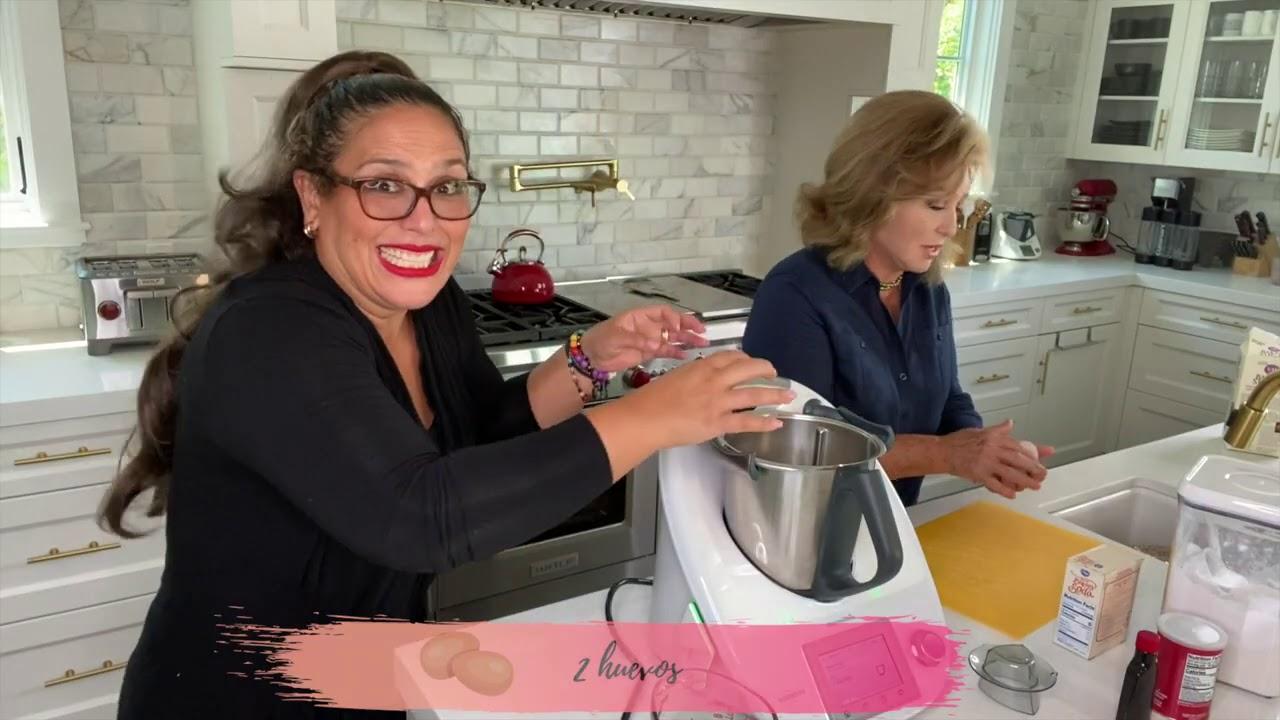 Angélica María y  Angélica Vale preparando Panqué  de Plátano rico postre  sabroso y nutritivo.