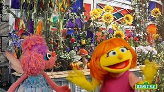 Repeat youtube video Meet Julia, Sesame Street's first autistic muppet
