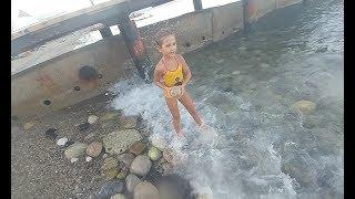 Video Champion Hotel Plajındayız, Büyük kayalarla örülü plaj, Eğlenceli çocuk videosu download MP3, 3GP, MP4, WEBM, AVI, FLV November 2017