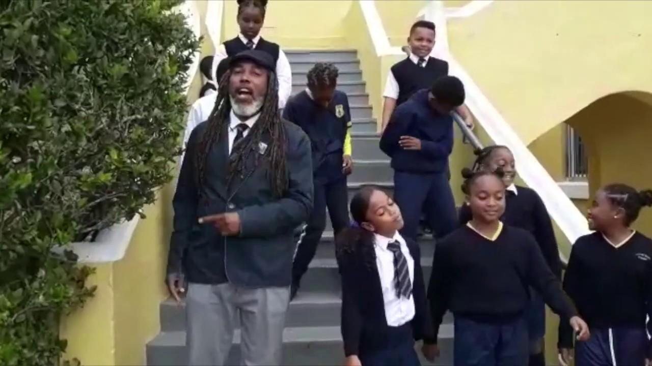 """Deck The Halls"" Afrobeat Remix - Victor Scott Primary School ft. Arijahkno Live Wires - YouTube"