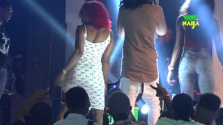 Runtown Gives Out 1.1 Million Naira to fans on Stage Just for Twerking at One Night With Runtown