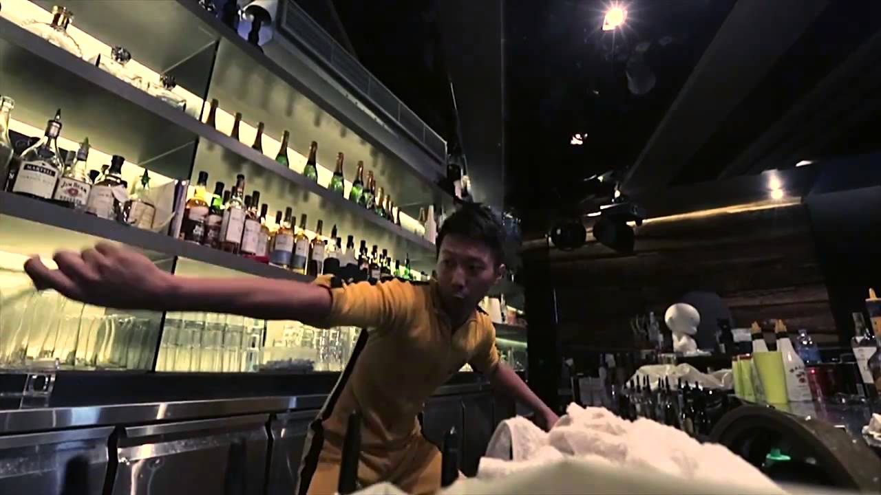 watch the bruce lee of bartending show off insane skills watch the bruce lee of bartending show off insane skills