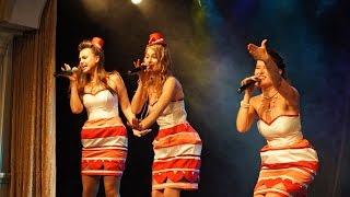 Tu Vuo Fal Americano. Trio EasyTone.(Трио EasyTone- вокальная группа в стиле ретро- джаз (Санкт- Петербург). Живая музыка от группы EasyTone- это професси..., 2014-07-28T10:40:47.000Z)