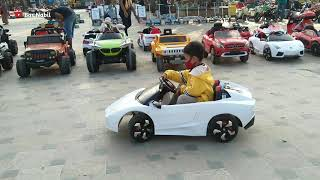 Asik Naik Mobil Mobilan Aki di Alun Alun