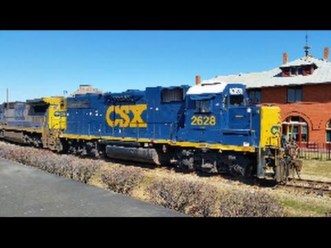 [CSX]2628 GP38-2  X-L&N yellow nose  & 7624 GE C40-8 YN2 Reversing Y205-13 & Flat Car Smoking &