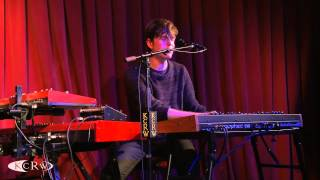 """James Blake performing """"Retrograde"""" Live at KCRW's Apogee Sessions"""