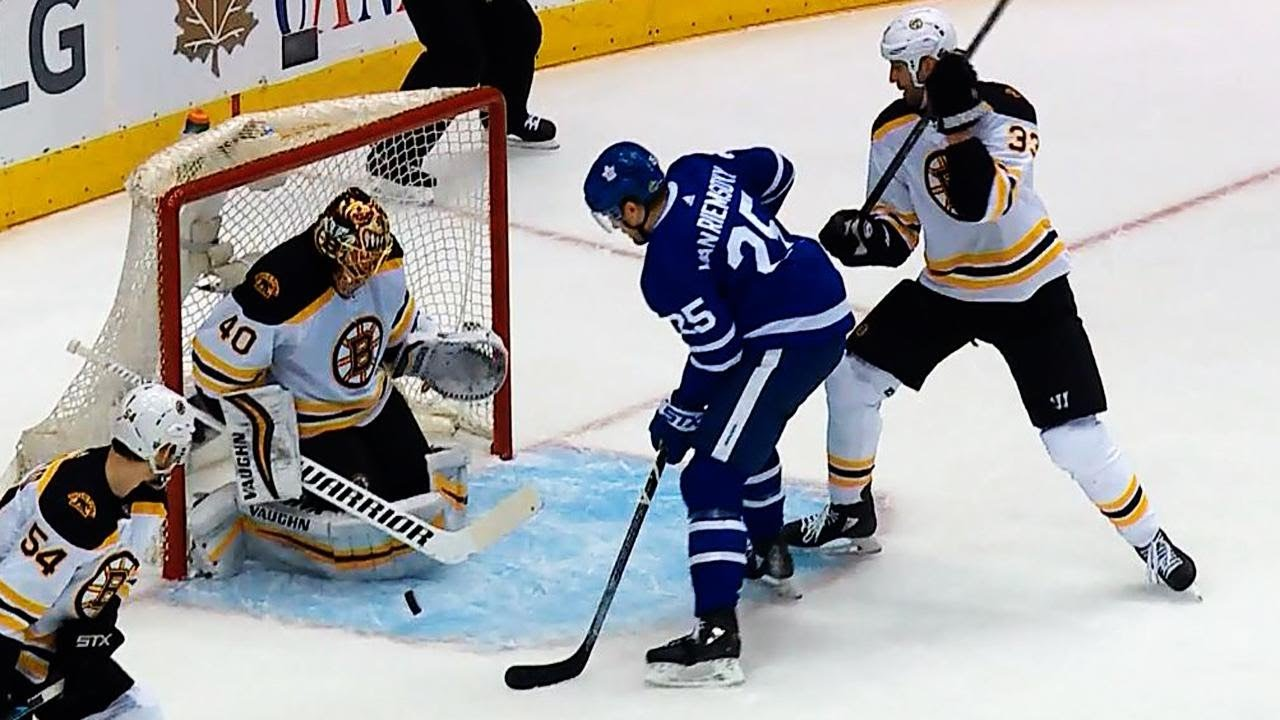 Botched penalty call gives Maple Leafs first lead against Bruins