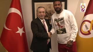 Yeni transferlerimiz Diagne, Mitroglou ve Luyindama, başkanımız Mustafa Cengiz'i ziyaret ettiler.