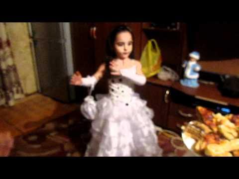 армянская девочка танцует
