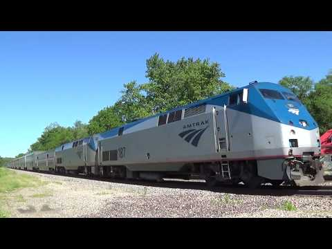 Thumbnail: Amtrak #6 Meets BNSF Freight Train with Two DPUs