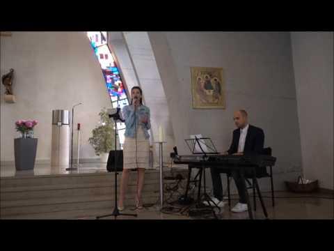 Umbrella Acoustic Piano Cover gesungen von Rebecca Vocal