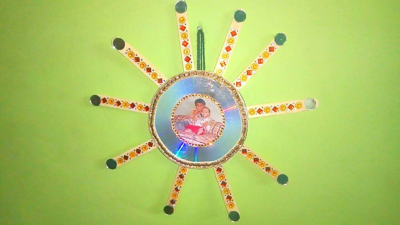 How to make cd photo frame wall hanging with ice cream for Wall hanging with waste material