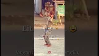 Download Orang gila joget dangdut Putik Yang Sedang Berbunga