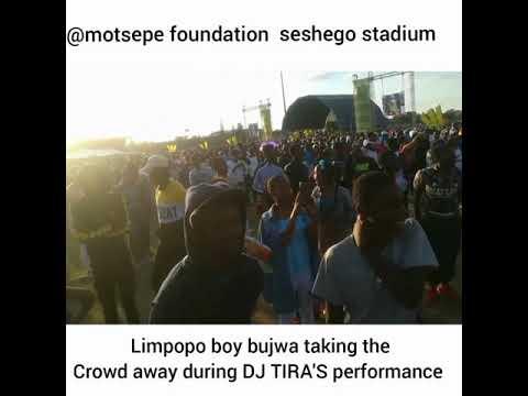 Limpopo Boy Bujwa stole DJ Tira's crowd at Seshego stadium during his performance?🤔🤔🤔🤔🤔📹🎥📷