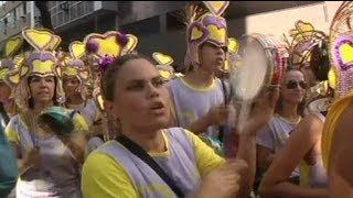 ريوديجينيرو البرازيلية ترقص للكارنافال على وقع حذر...