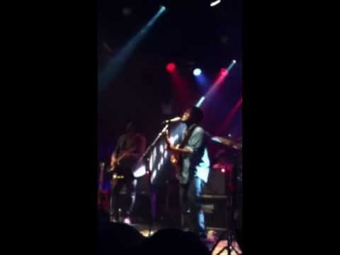 Michael Kiwanuka - Bones (Live @ Highline Ballroom)