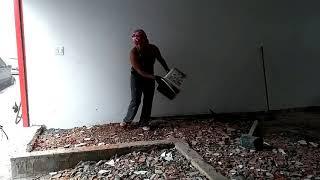 Contra piso de concreto com a Miriam