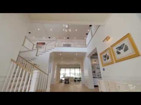 Luxury Contemporary Estate in  Brentwood With French Oak Flooring