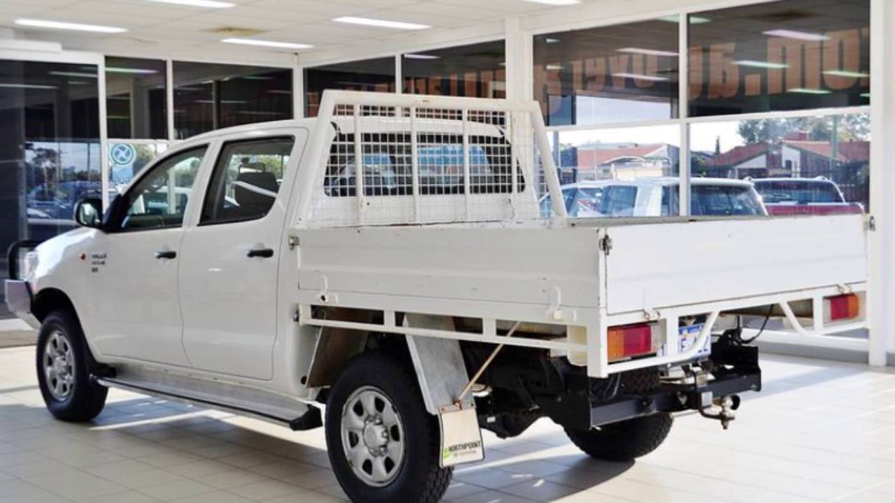 2016 toyota hilux sr 4x4 cab chassis review caradvice - 2013 Toyota Hilux Kun26r My12 Sr 4x4 White 5 Speed Manual Dual Cab Chassis