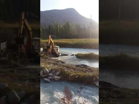 Жители села Кызыл-Суу Кадамжайского района просят проверить законность добычи гравия на реке