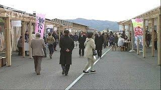 宮城県の沿岸北部南三陸町では、被災した商店街がようやく再建され、11...