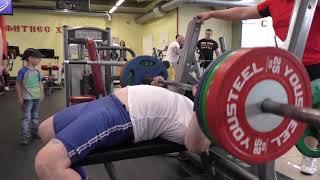 Пауэрлифтинг. Поднять вес в 180 кг. и еще немного. Девушки в конце :-)