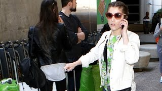Anna kendrick gets no help at lax