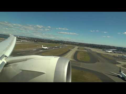B787 Scoot Airlines take-off from Sydney Kingsford Smith Airport