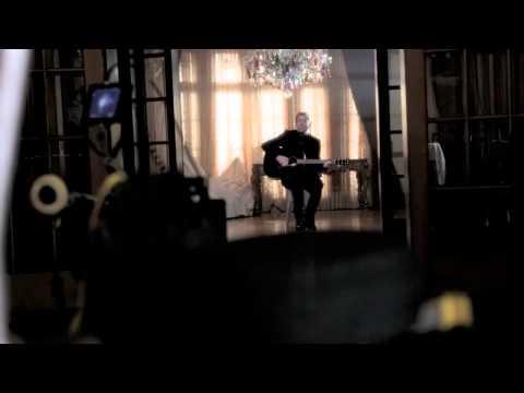 "Avril Lavigne - ""Let Me Go"" ft. Chad Kroeger Music Video (Behind the Scenes)"