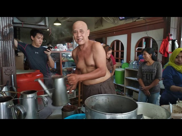 Pontianak Street Food Bos Warkop Asiang 1958 Merapi Street Ramu Kopi Tanpa Baju Plontos Tatoan.