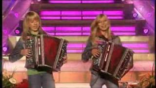 Repeat youtube video Die Twinnies - Peinlich (Embarrassing) The New Summer Hit Of The Twinnies