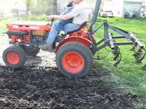 Kubota B7100HST Chisel Plowing