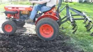 Repeat youtube video Kubota B7100HST Chisel Plowing