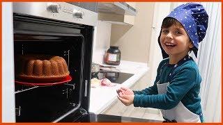 Yankı Aşçı Oldu ve Okuldaki Arkadaşlarına Gerçek Kek Yaptı l Yankı Yemek Yapıyor