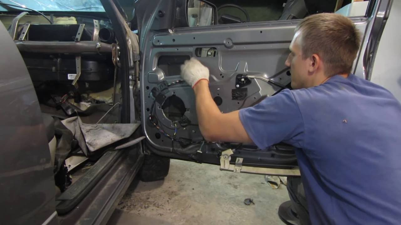 Замена электрического стеклоподъемника и моторчика на Ладе Калине и Гранте