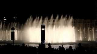 Dubai Mall Fountain watershow Burj Khalifa water dance with music and waterlight