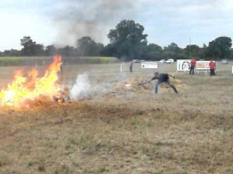 Allumage du feu et cheval qui se cabre youtube - Frison qui saute ...