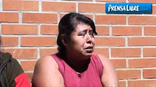 Vecinos de Mixco ven con tristeza cómo se derrumban sus viviendas thumbnail