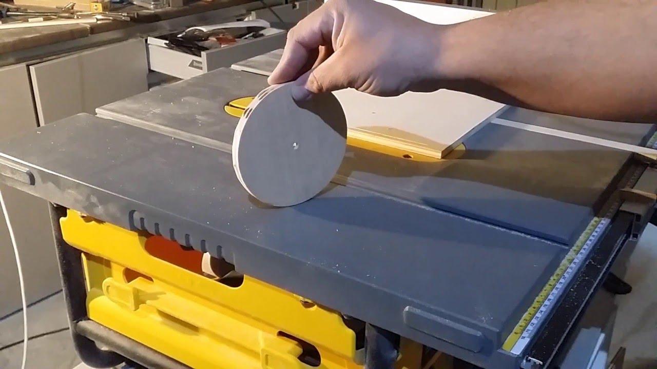 Como cortar un circulo con sierra de mesa youtube for Sierra de cortar