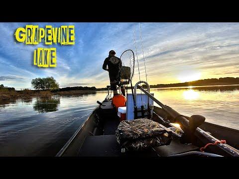MUST WATCH IF YOU LIKE FISHING ( GRAPEVINE LAKE TX )