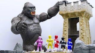 Power Rangers & Marvel Avengers Toys Pretend Play | KING KONG Castle Attack