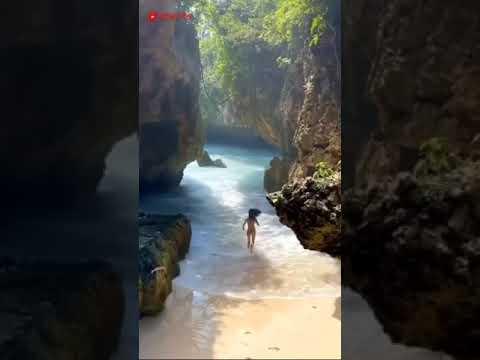 Pantai Suluban di Uluwatu Bali #shorts