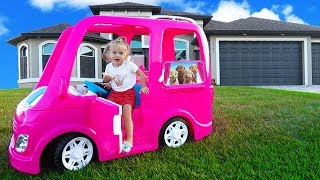Elis and Thomas Ride On Barbie Food Vehicle Power Wheel Pretend Play with Hungry Mommy