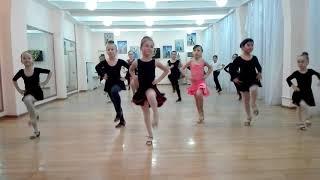 Контроольный урок по бальным танцам , танцуем джайв.